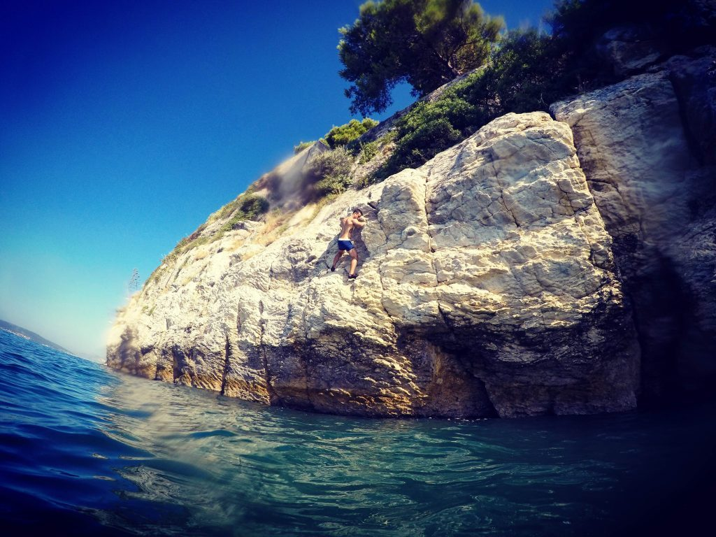SPLIT DWS DEEP WATER SOLO CLIFF JUMPING