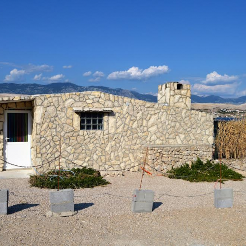 Robinzon house in Pag