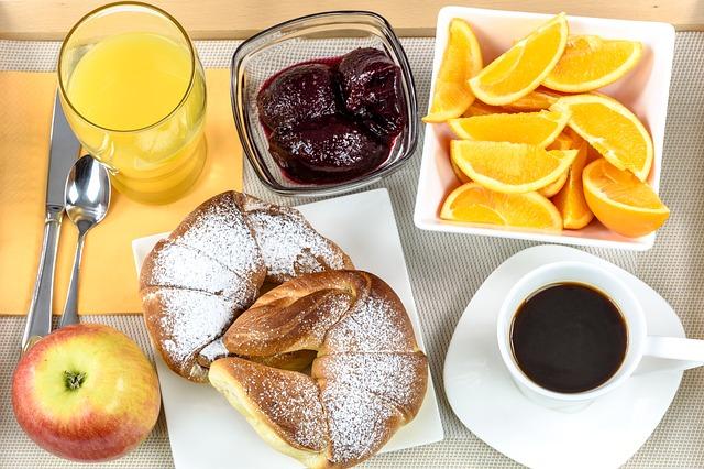 breakfast-hotel-1921530_640