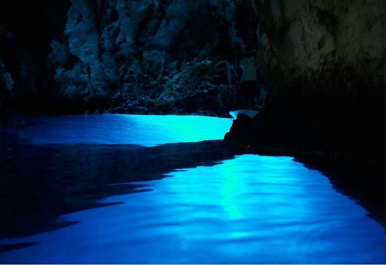 Jednodnevni izlet u Modru Špilju Vis iz Splita
