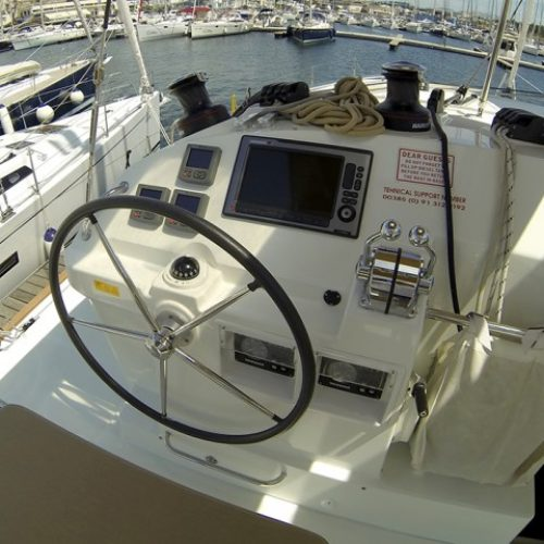 Catamaran Lagoon 400 Stray cat