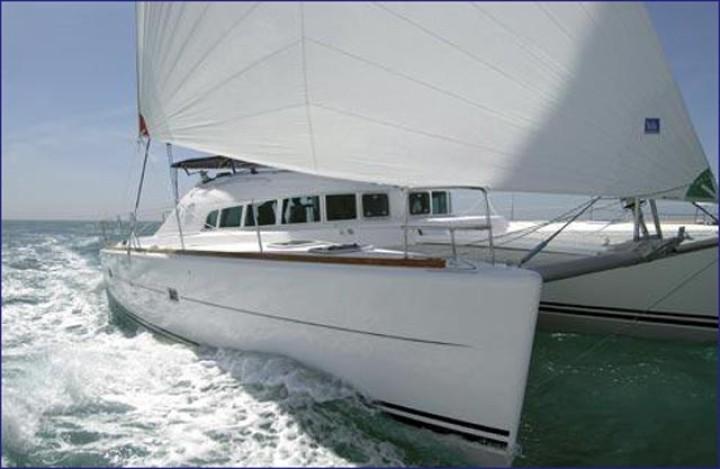 Catamaran Lagoon 410 S2 Baotic DORA IV