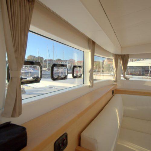 Catamaran Lagoon 39 White Cat